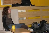 O výletu do Francie bez cestovní kanceláře vykládala v čajovně Halahoje Veronika Pospíšilová.