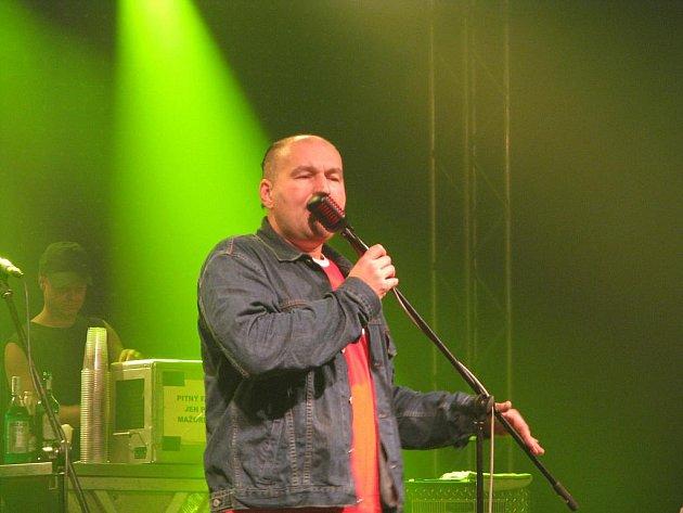 Do Třebíče v sobotu se svým společným turné přijeli kapely Horkýže slíže a Tři sestry.
