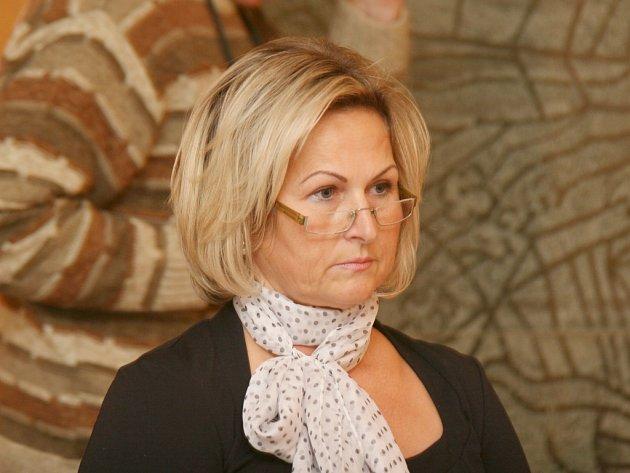 Starostkou Hrotovic je opět Hana Škodová (SNK I).