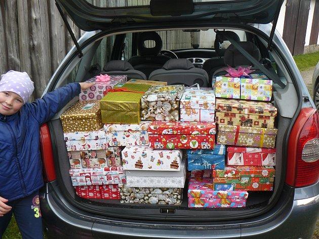 Charitativní akce Vánoce v krabici. Dárky z Martínkova.