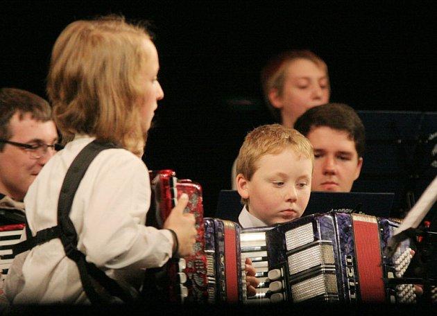 Základní umělecká škola v Třebíči oslavila 70 let od svého založení velkolepým mnohahodinovým koncertem.