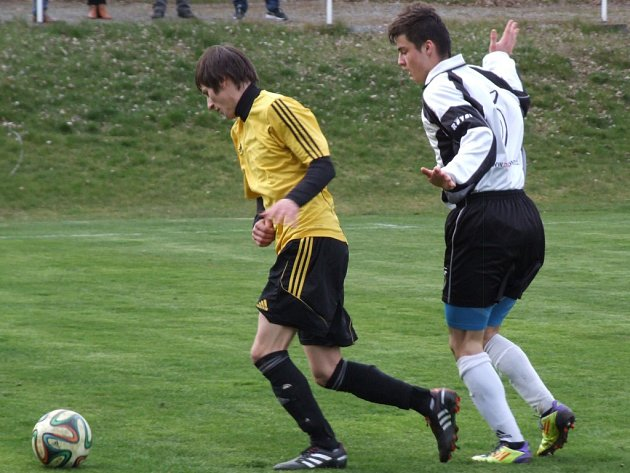 Jediní dva účastníci z Třebíčska Šebkovice (u míče) a Dukovany (na snímku) se v I. B třídě zachránili.