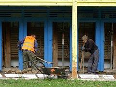 Město Třebíč pokračuje v opravách Fuchsových říčních lázních u koupaliště Polanka.