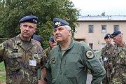 Ukázce, při které se i členové vzdušných záloh a američtí letečtí návodčí účastnili obrany základny, přihlížel rovněž velitel vzdušných sil AČR Jaromír Šebesta.
