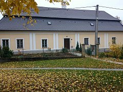 Dnešní podoba rokytnické fary, kde působil farář Jan Bula, spolužák z gymnázia Ladislava Malého.