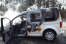 Z místa pondělní havárie, při níž po srážce s VW Caddy zahynul motorkář.