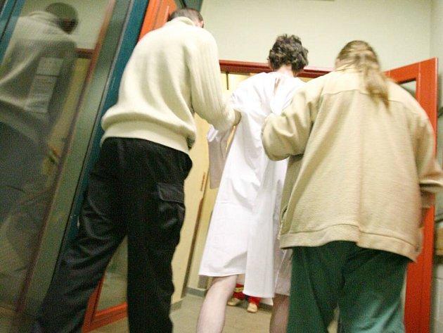 Počet lidí, kteří prožijí noc na protialkoholní záchytné stanici, na Vysočině stále stoupá.