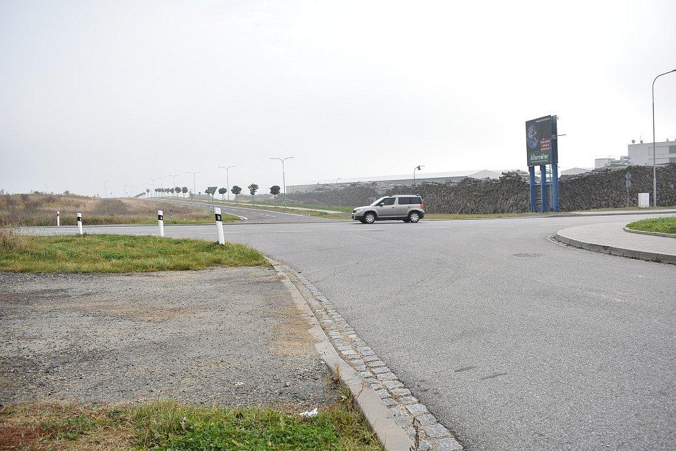U nové průmyslové zóny vznikne okružní křižovatka.