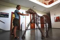 Děti, které v Základní umělecké škole v Náměšti nad Oslavou vede učitel Jan Maria Krejčí, dostaly od slovenské strany příležitost prezentovat své práce v prestižním muzeu Andyho Warhola.