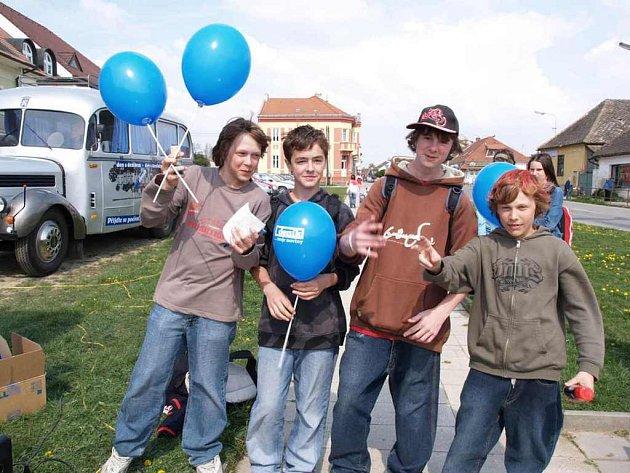 Den s Deníkem v Okříškách přilákal v úterý 24. dubna dospělé i děti.