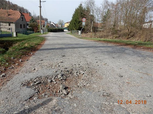 Současný stav silnice II/349 Svatoslav – Čechtín.