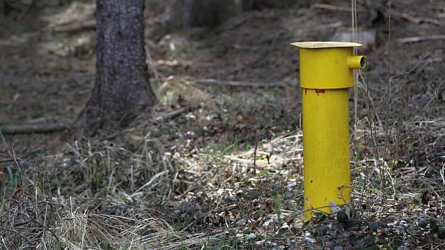 Odborníci zjišťují, zda nebezpečná skládka v Okříškách neohrožuje studny