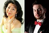 Hlavními hvězdami koncertu jsou japonská mezzosopranistka Miki Isochi (vlevo) a barytonista Jiří Miroslav Procházka.