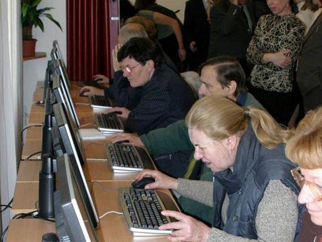 Kvalita vzdělávání seniorů je v Česku srovnatelná se zeměmi EU.