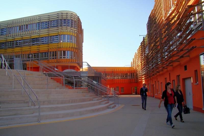 Šestiletý projekt nového kampusu Ekonomické univerzity za téměř 12 miliard korun je u konce. Projekt je nejmodernějším komplexem budov v Rakousku a největším vzdělávacím centrem Evropy.