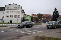 Na bývalém přechodu srazilo nákladní auto dvě chodkyně. Denně tudy i nadále přecházejí desítky žáků.