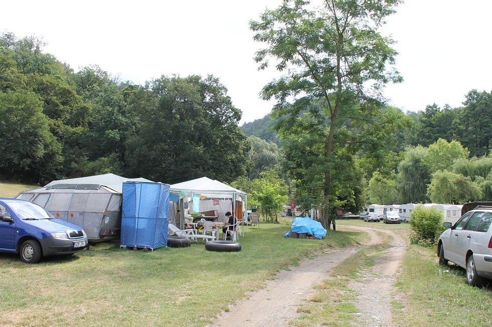 Veřejné tábořiště Fiola pod Mohelnem má své štamgasty.