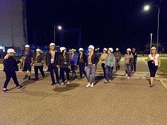Jaderná elektrárna Dukovany v noci.
