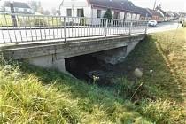 Most přes potok Brtnice čeká kompletní výměna. Stavební práce by měly trvat šestnáct týdnů.
