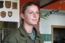 Pětadvacetiletá Kateřina Hlavsová nyní trénuje na letišti v Náměšti nad Oslavou.  Zatím na stroji L–39 Albatros. Ráda by se ale postupně dostala až ke gripenu či zahraniční technice.