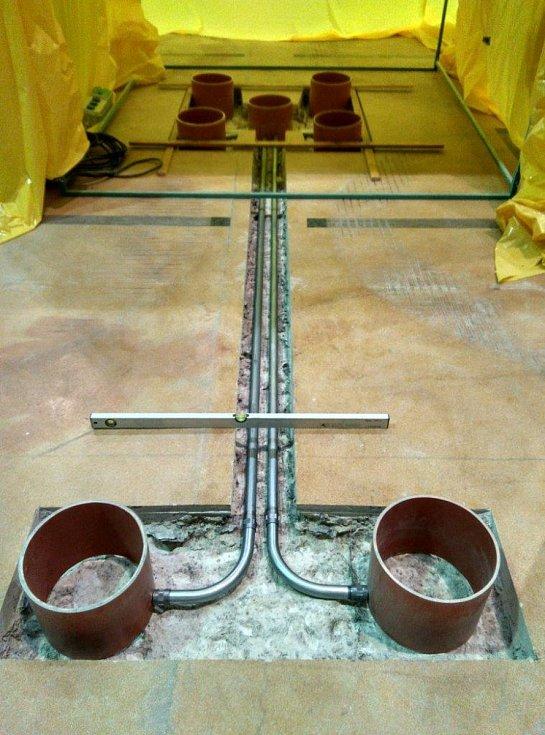 Modernizace meziskladu obnášela zodolnění a částečnou výměnu kabelů, vybudování nových kabelových kanálů, chrániček a instalaci magnetických příchytek.