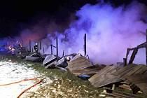 Požár haly plné chovných ptáků v Ratibořicích v noci z úterý 29. ledna na středu 30. ledna 2019.