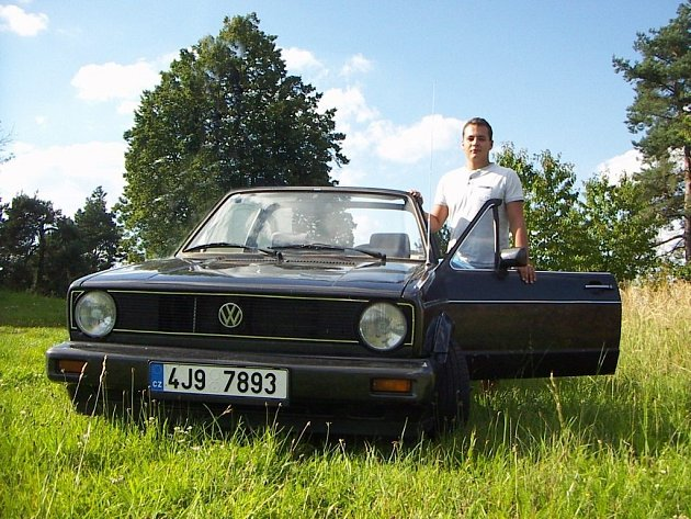 Milan Dočekal z Třebíče a jeho vůz VW Golf Kabriolet 1988.