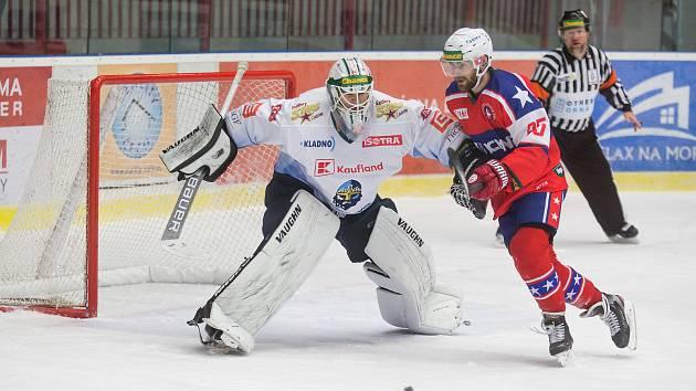Hokejisty Horácké Slavie (v červeném) čeká první duel v novém roce. O první letošní body se porvou ve Vrchlabí.