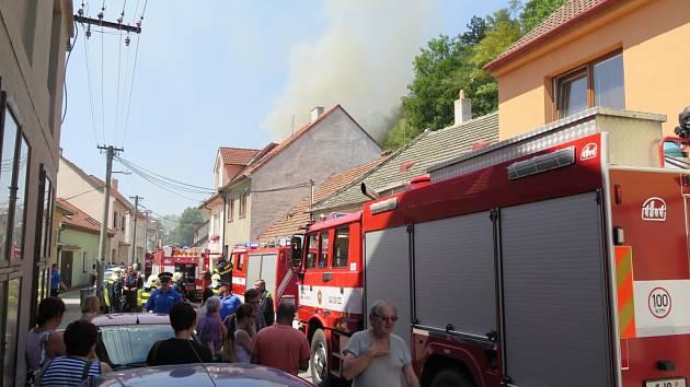 Horní část rodinného domu zahořela v úterý po 13. hodině v Třebíči v ulici Zdislavina.