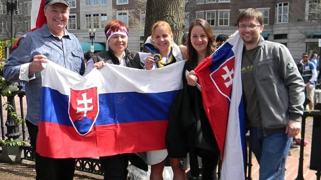 BOSTONSKÝ MARATON. Patrícia Gánovská (uprostřed) se do cíle nejstaršího světového maratonu dostala v čase 3:08:24 a mezi ženami obsadila třístou příčku.