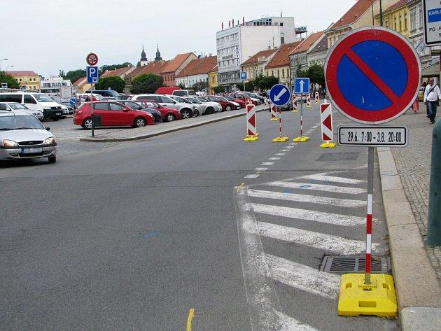 Rekonstrukce kanalizace na Karlově náměstí.