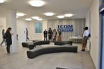 Ve výpravní budově vznikla kompletně nová čekárna se sociálním zázemím a komerčním prostorem