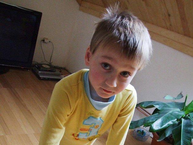 Malý Adam Kremláček z Třebíče je jedním z dětí, které půjdou příští týden v celém městě k zápisu do 1. třídy.