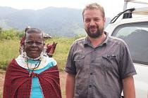 """""""Když jsem jel do Afriky poprvé udivovalo mě úplně všechno. Je to úplně jiný svět. Jet do pralesa s místními je pro Evropana velký kulturní rozdíl,"""" říká Josef Bryja."""