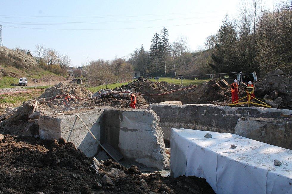 Rekonstrukce vodní nádrže Markovka nedaleko Třebíče skončí příští rok na jaře.