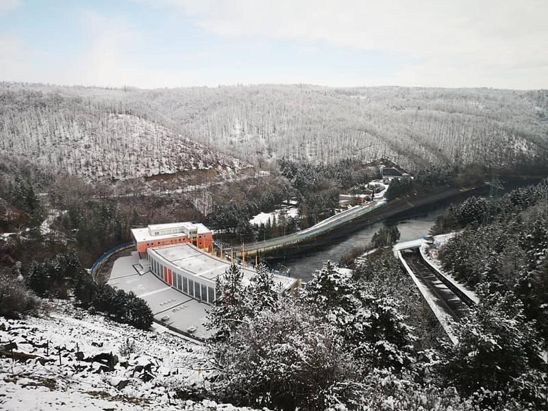 Putování po březích Dalešické přehrady. Podívejte se na fotografie