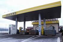 Benzínka u Červené Hospody.