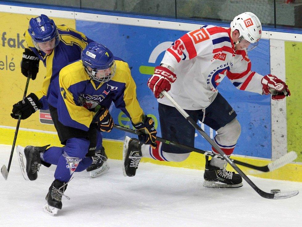 Podle slov trenéra Horácké Slavie (v bílém) Romana Mejzlíka vyhrál v zápase mezi Třebíčí a Ústím nad Labem šťastnější tým.