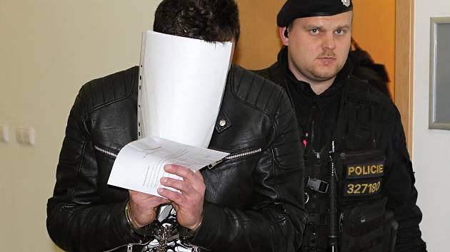 Muž obviněný z vraždy manželky v Třebíči skončil ve vzabě