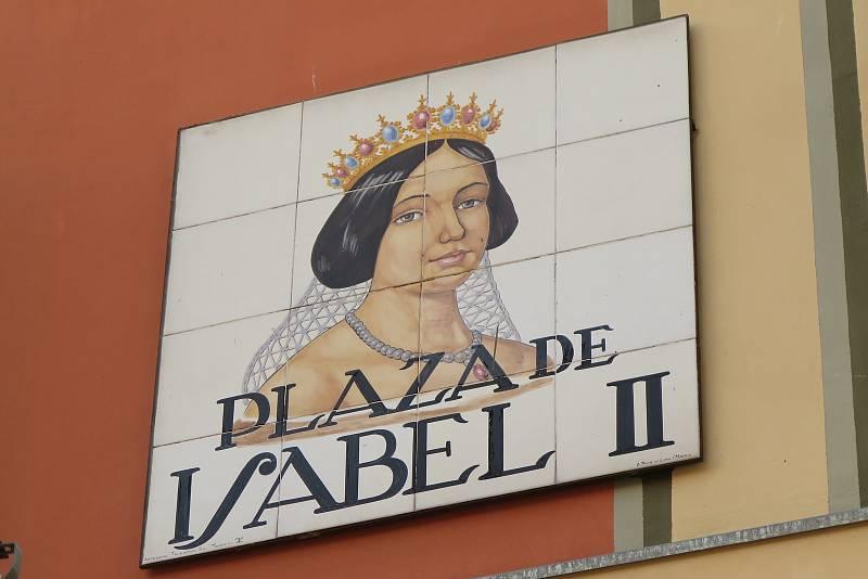 Krásná královna Isabel II. byla údajně velká prostopášnice. Její oči byly uhrančivé, což malíř naznačil i na tomto portrétu.