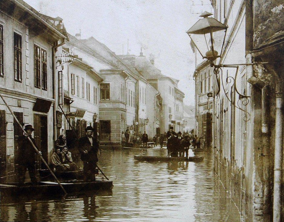 Povodeň v židovské čtvrti v dávné historii.