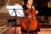 Elge Hager, violoncellistka z Rakouska.