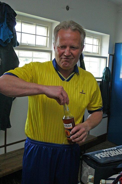 Nezbytné posílení před těžkým zápasem. Na snímku je Jaroslav veselský.