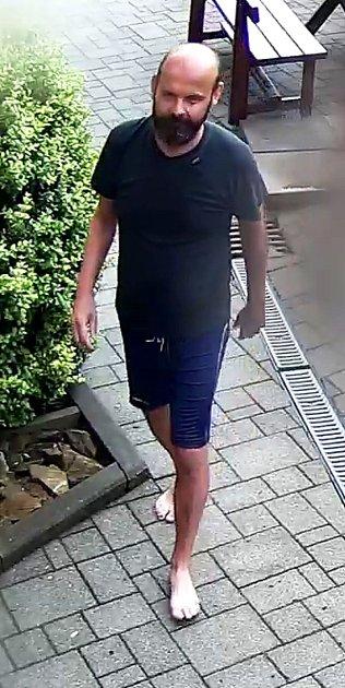 Opomoc se zjištěním totožnosti muže, kterého ouplynulém víkendu srazil vlak, žádají veřejnost třebíčští policisté.