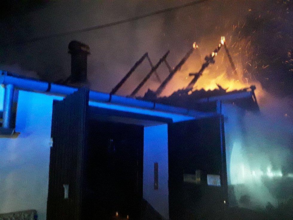 Požár stodoly v Dešově na Třebíčsku.