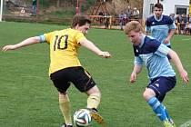 Okresní derby mezi Vladislaví (ve žlutém) a fotbalisty Budišova-Náramče rozhodl jediný gól zápasu, o který se postaral domácí Vyletěl už v 11. minutě.