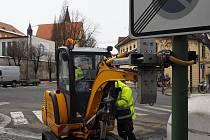 Kontrola stožárů veřejného osvětlení v Třebíči.