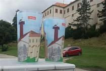 Vratné kelímky s motivem vlastních památek mají například v Třebíči