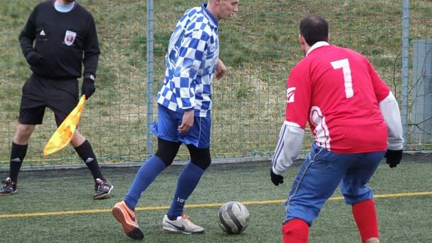 Juniorka HFK Třebíč (u míče) na domácí umělé trávě porazila účastníka krajského přeboru z Luk nad Jihlavou.