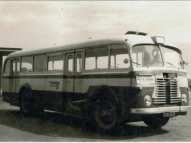 Na první lince z Boroviny do Nových Dvorů jezdil autobus Škoda 706 RO (na snímku).